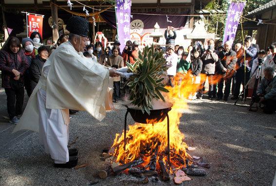 春を呼ぶ射山神社の「みゆ」_b0145296_16271995.jpg