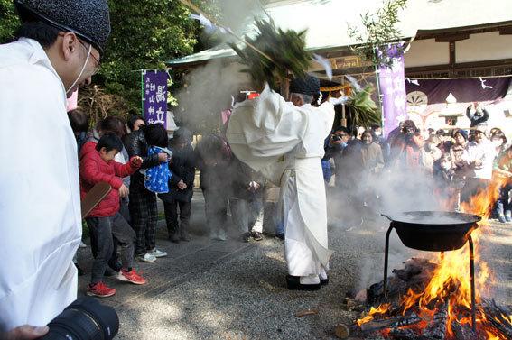 春を呼ぶ射山神社の「みゆ」_b0145296_16272199.jpg