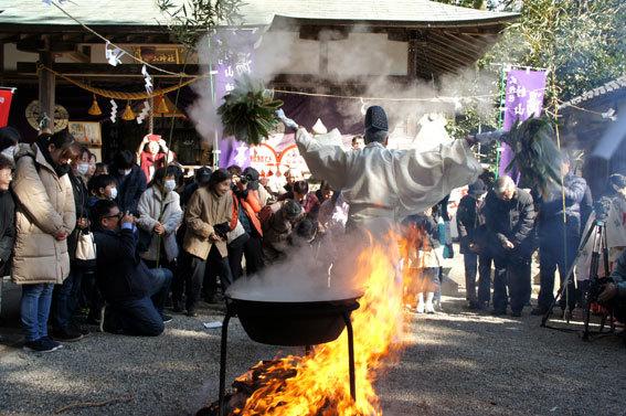 春を呼ぶ射山神社の「みゆ」_b0145296_16272433.jpg