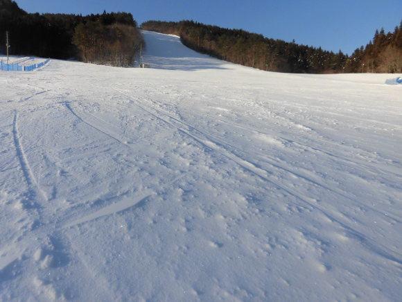 令和2年2月12日(水) 天気:晴れ 気温:-6℃ 積雪:30㎝ 一部滑走可能_e0306207_07570383.jpg