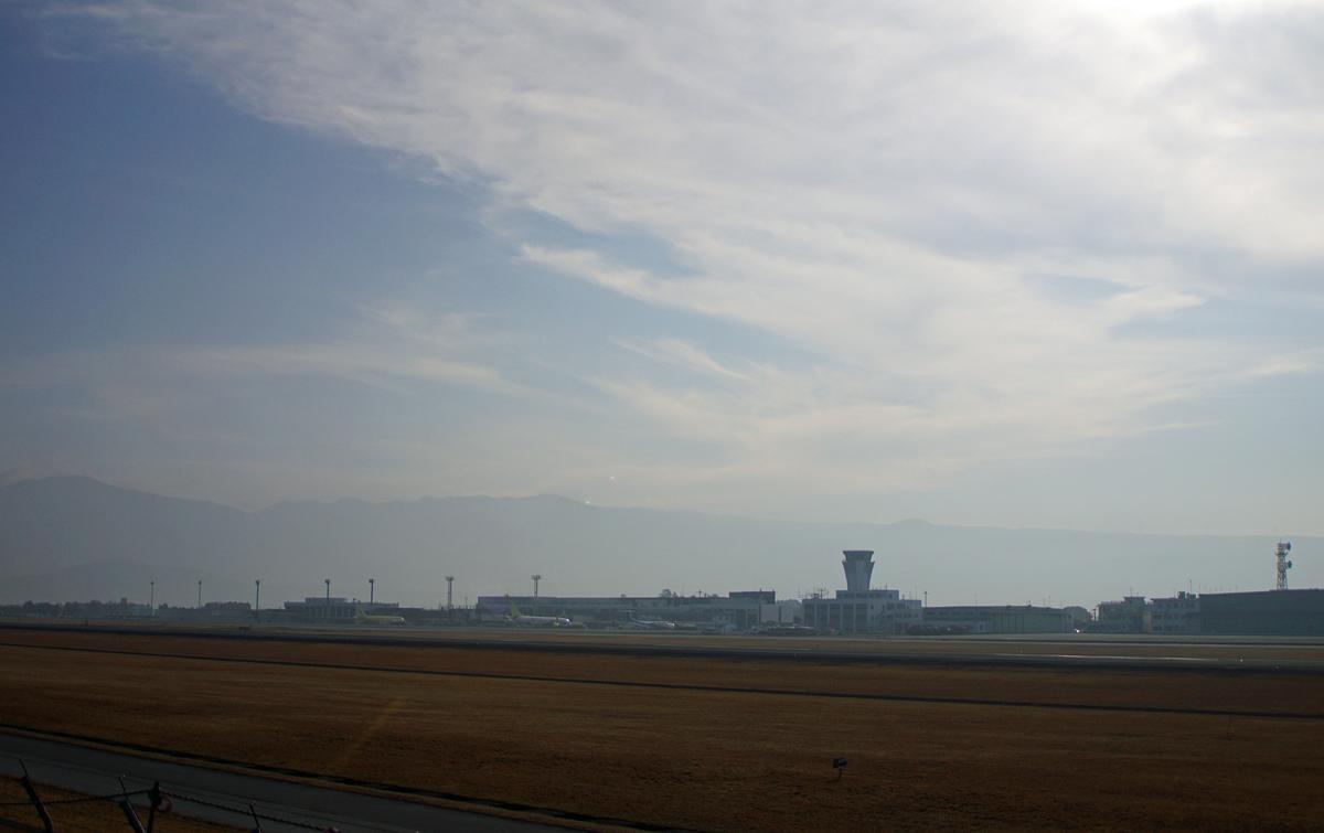 昨日の阿蘇熊本飛行場。_b0044115_02365988.jpg