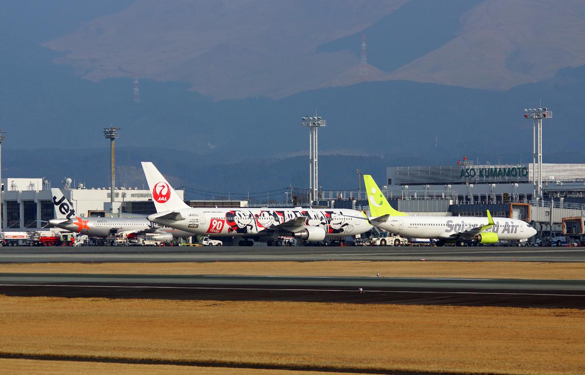 昨日の阿蘇熊本飛行場。_b0044115_02382300.jpg