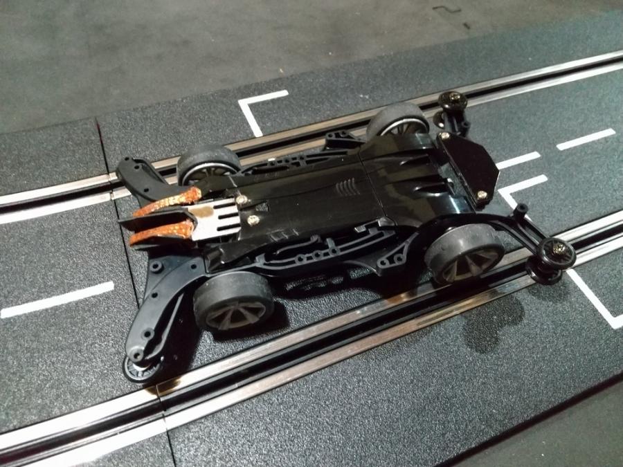 スロットカー化ミニ四駆 エアロアバンテ_f0100844_22251630.jpg
