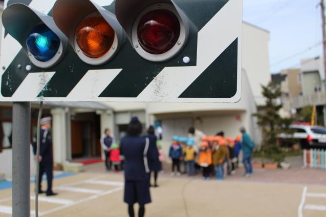 人形劇観賞 と 交通安全教室_e0209845_12580757.jpg