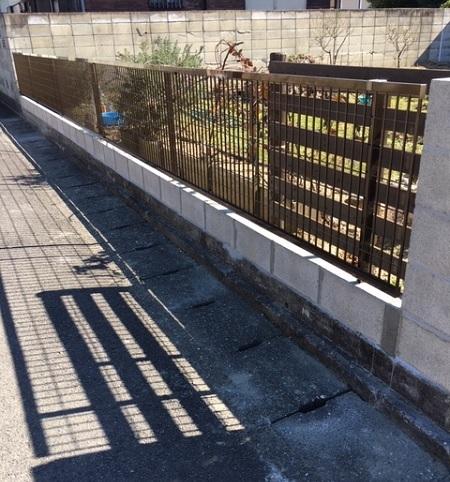 A町の話<新しい塀と一緒に春の作付けを待つ>_f0002248_15251948.jpg