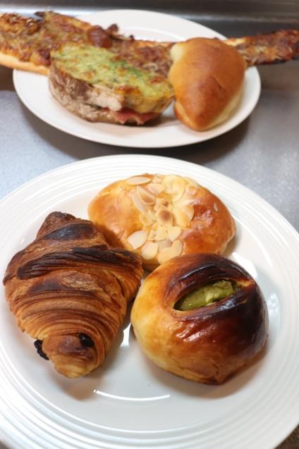 倉敷で一番人気のパン屋さん_d0346950_10252207.jpg