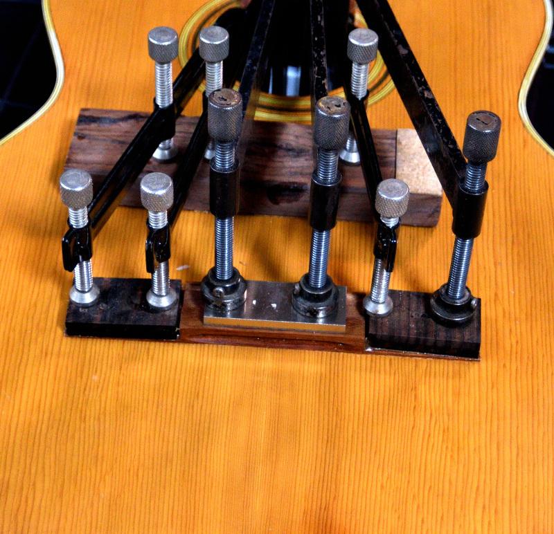 とっても古いギターです_c0330563_17154915.jpg