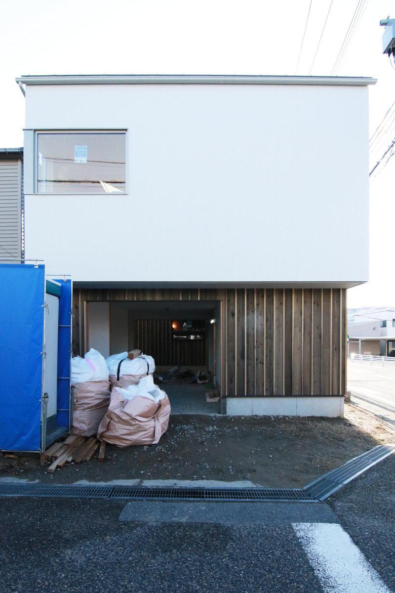 足場解体! 36坪の土地に建つ中庭のある住まい_b0349892_08483987.jpg