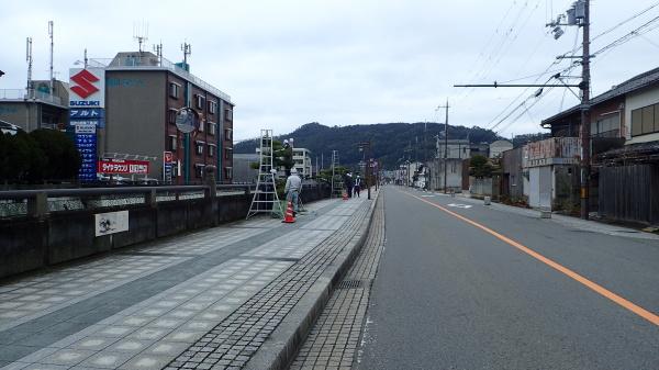 市町川歩道 松剪定_c0367107_12135878.jpg