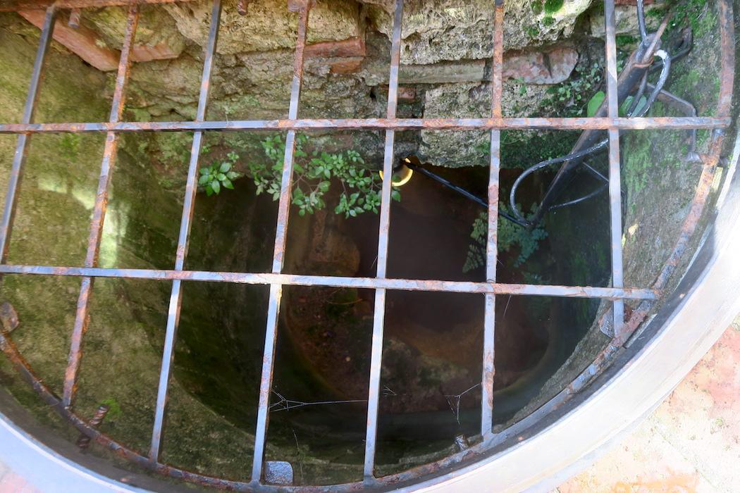 迷路のよう大聖堂地下に古代の水路、キウーシ_f0234936_6561883.jpg