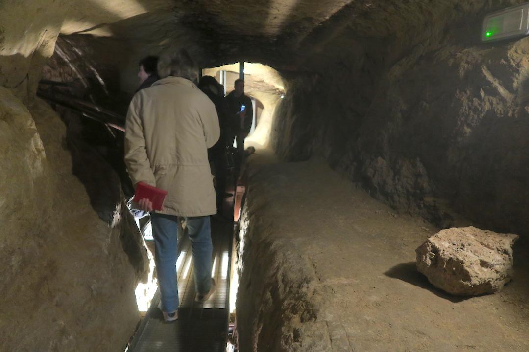 迷路のよう大聖堂地下に古代の水路、キウーシ_f0234936_6584977.jpg