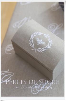 自宅レッスン ボンベイの箱 ハート形の箱 三角蓋のダストボックス(大) シャポースタイルの箱_f0199750_21222617.jpg