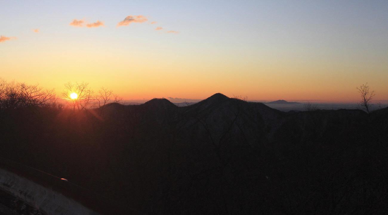 山の夜明けとエナガ_c0217255_05414525.jpg