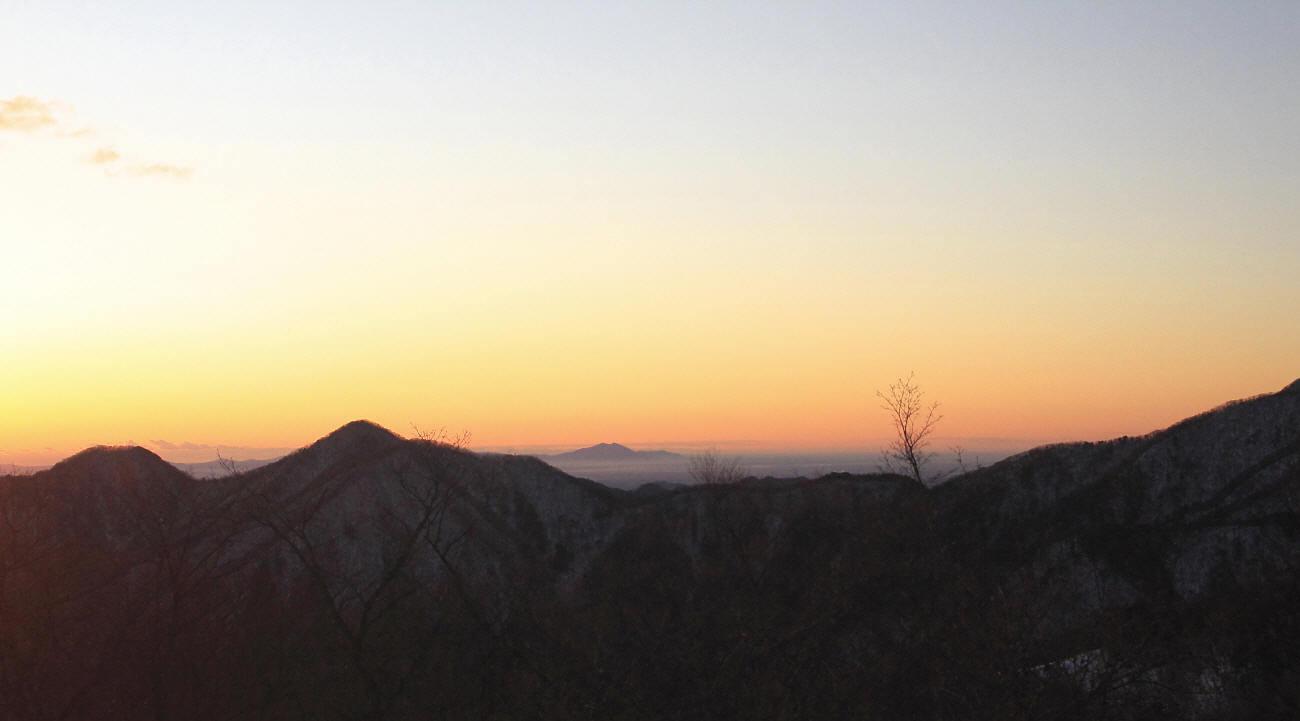 山の夜明けとエナガ_c0217255_05414839.jpg