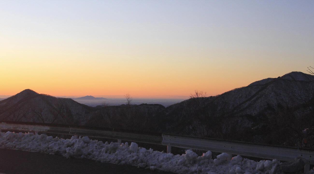 山の夜明けとエナガ_c0217255_05415160.jpg