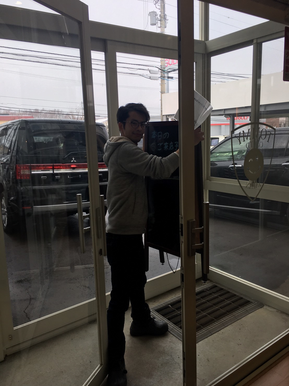 2/14(金)本店ブログ ハイエース5ドアバン3.0DT スーパーGLロング 4WD あります!! ランクル ハイエース ハマーならTOMMY_b0127002_19450775.jpg