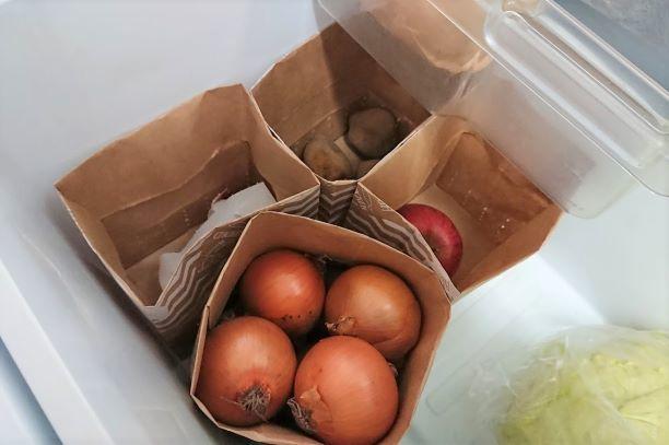 冷蔵庫の野菜室収納は紙袋で_e0408608_00390486.jpg