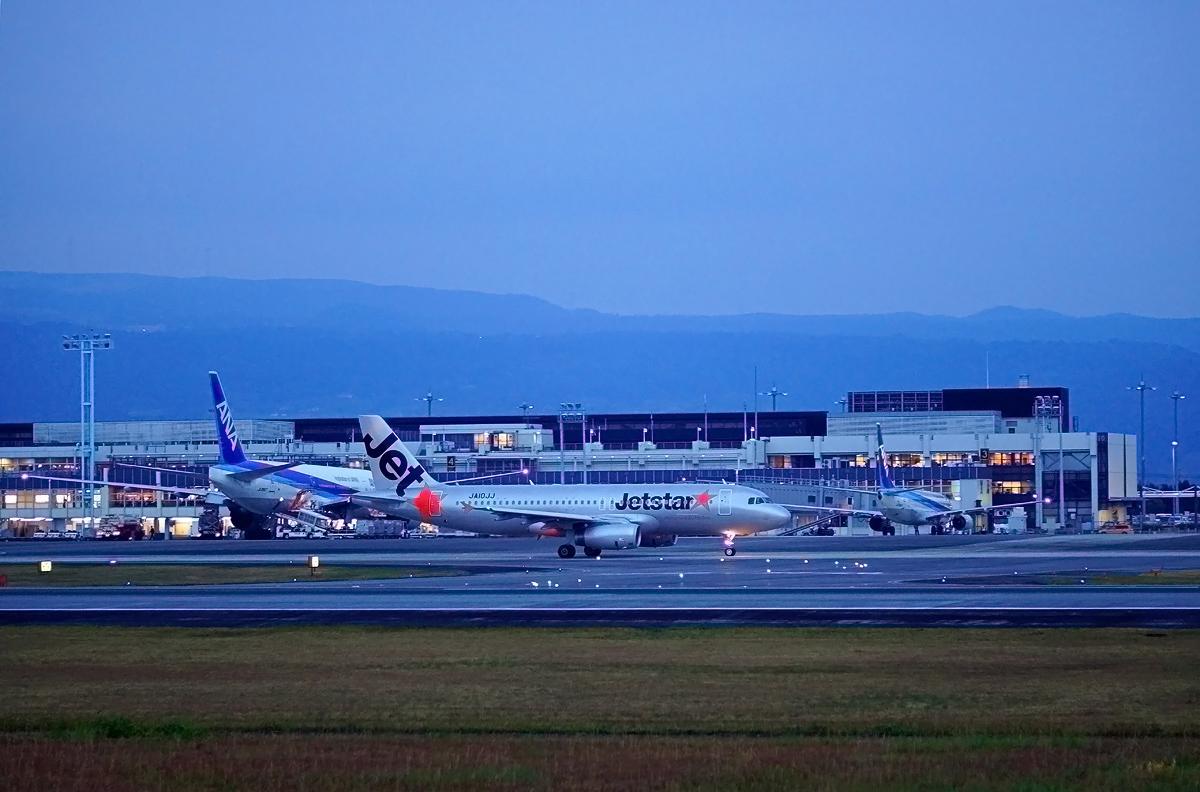 ターミナルの灯りが点るころ。_b0044115_00280767.jpg