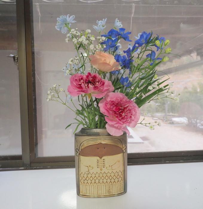 くうちゃんと出窓の花_c0116915_21532509.jpg