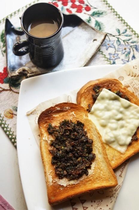 ■簡単5分!!季節の朝ご飯・パン食【蕗の薹味噌乗っけトースト】_b0033423_19232067.jpg