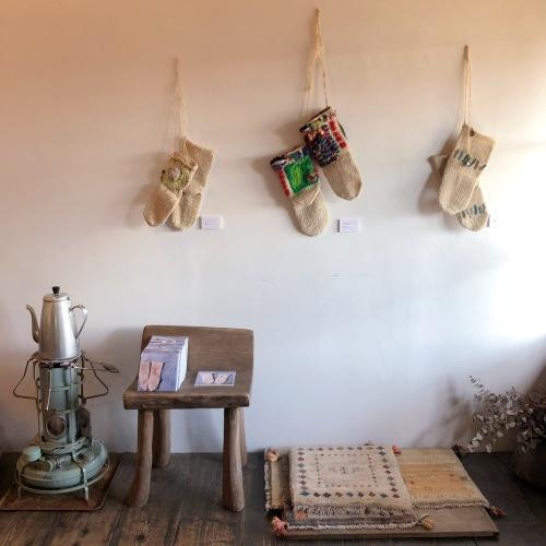 LOVE & PEACE OKKO YOKKOイランの手編み靴下展_d0156336_09375280.jpg
