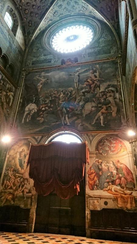 大聖堂の絵画と、次回作ヴァイオリン_d0047461_06494553.jpg