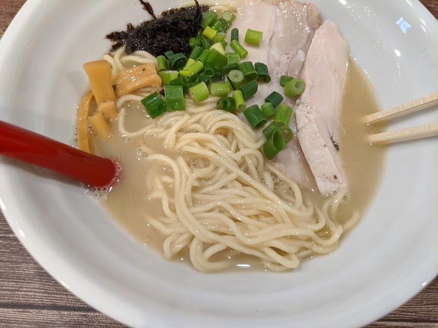 麺屋イロトヤさんで、魚介白湯塩らーめん(札幌市東区北23東13:2020年19杯目)_f0397261_18304643.jpg