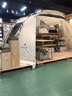 今年のsnowpeakコーナーの初張りはこのテントです!!_d0198793_18404292.jpeg