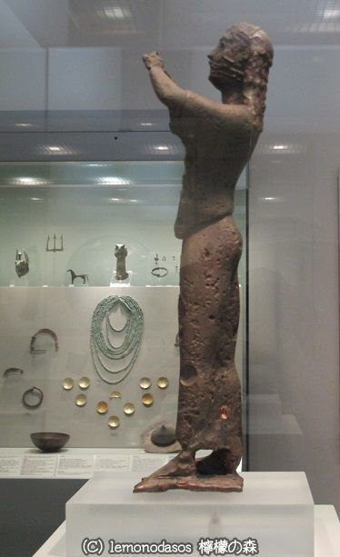 サモス島出土のフルート奏者の像 アテネ国立考古学博物館_c0010496_01232525.jpg