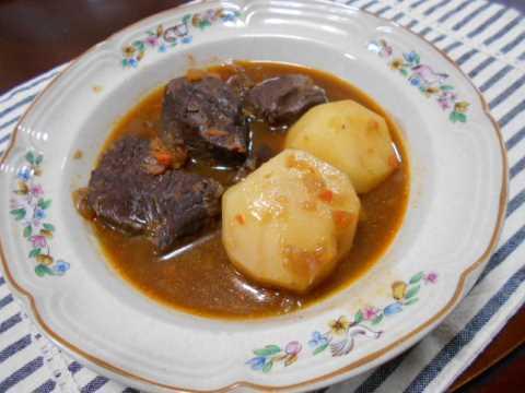 義理チョコ&牛肉の赤ワイン煮_f0019498_20360104.jpg