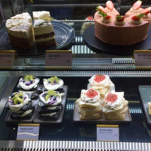 ソウル旅行 8 雰囲気のいいカフェでミルフィーユ「ESCAVE」カロスキル_f0054260_11593152.jpg