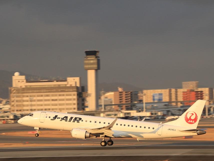 J-AIR エンブラエル190  JA242J_d0202264_442888.jpg