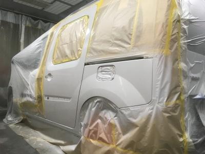ルノー カングー  鈑金塗装、ボディグラスコートの施工の作業風景になります。_c0267693_13335170.jpg