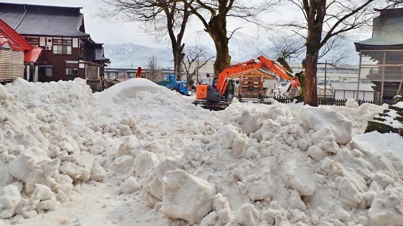 会場への雪入れ3日目は・・・_c0336902_22301571.jpg