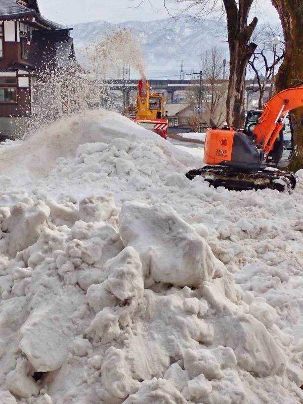 会場への雪入れ3日目は・・・_c0336902_22301818.jpg
