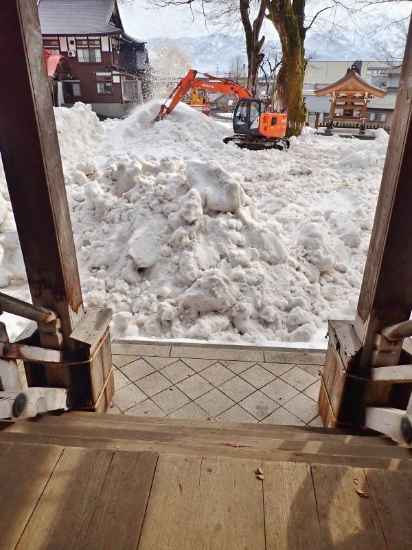 会場への雪入れ3日目は・・・_c0336902_22302818.jpg