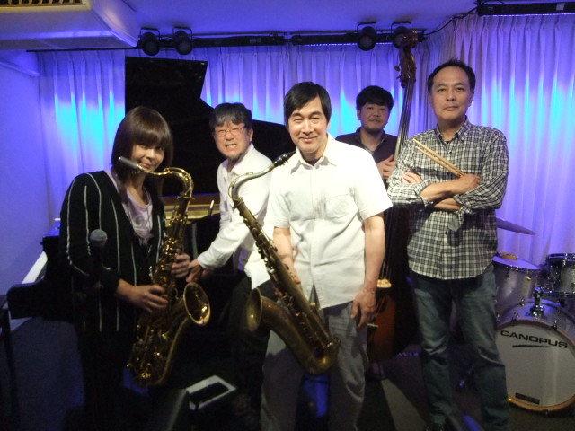 広島 Jazzlive Cominジャズライブカミン   本日月曜日のライブ_b0115606_12183334.jpeg