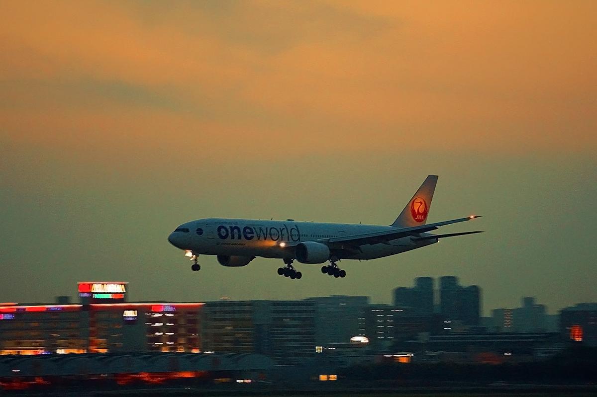 福岡飛行場の夕暮れ。_b0044115_01071311.jpg
