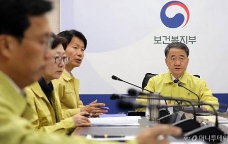 初動を誤った日本 - 韓国は1日5000件の検査体制、費用は公費負担_c0315619_14481211.png