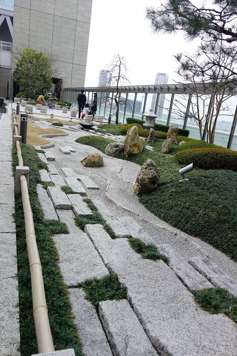 大阪ステーションシティ 和らぎの庭_c0112559_08183135.jpg