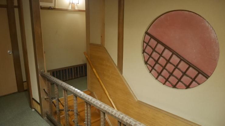 宮津の旧市街地に建つ木造三階旅館―茶六本館_a0385880_23064292.jpg