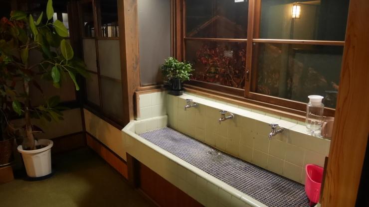 宮津の旧市街地に建つ木造三階旅館―茶六本館_a0385880_23064828.jpg
