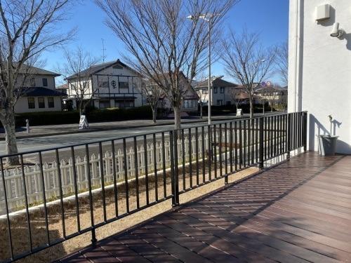 wood deck+iron handrail_b0239082_18001536.jpg