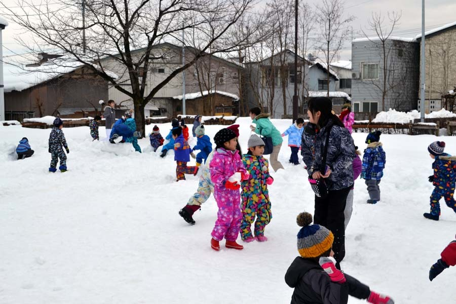 今日は、楽しみにしていた「園児雪まつり」です。_d0353789_12074437.jpg