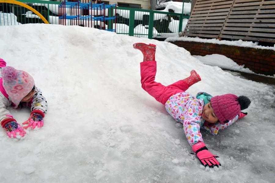 今日は、楽しみにしていた「園児雪まつり」です。_d0353789_12081029.jpg
