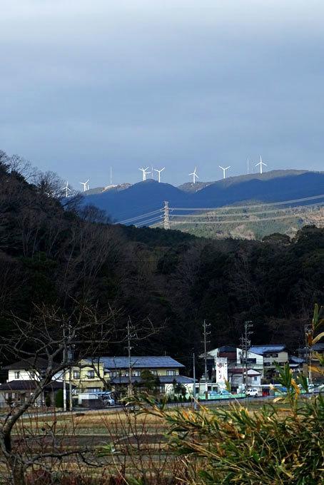 榊原温泉に風車が光る_b0145296_12331670.jpg