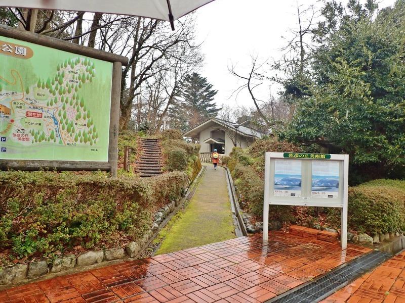日曜は終日雨模様、弥彦の美術館を訪れました_c0336902_19414109.jpg