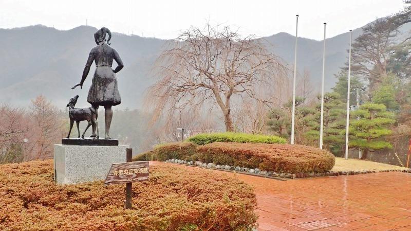 日曜は終日雨模様、弥彦の美術館を訪れました_c0336902_19414881.jpg