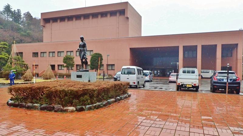 日曜は終日雨模様、弥彦の美術館を訪れました_c0336902_19415279.jpg