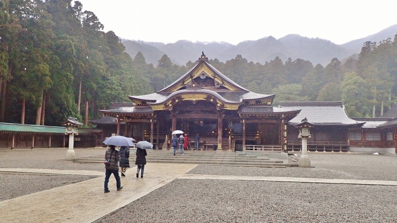 日曜は終日雨模様、弥彦の美術館を訪れました_c0336902_19415554.jpg